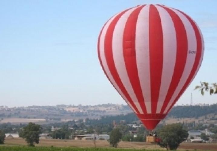 Stephen Tompkinson's Australian Balloon Adventure next episode air date poster